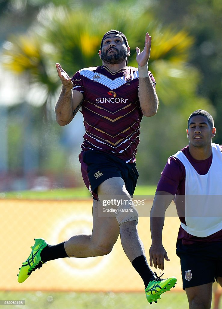 <a gi-track='captionPersonalityLinkClicked' href=/galleries/search?phrase=Greg+Inglis&family=editorial&specificpeople=597192 ng-click='$event.stopPropagation()'>Greg Inglis</a> competes for the high ball during a Queensland Maroons State of Origin training session on May 29, 2016 in Gold Coast, Australia.