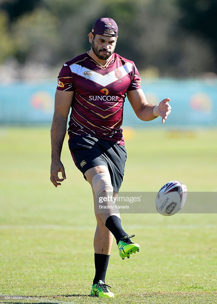 <a gi-track='captionPersonalityLinkClicked' href=/galleries/search?phrase=Greg+Inglis&family=editorial&specificpeople=597192 ng-click='$event.stopPropagation()'>Greg Inglis</a> kicks the ball during a Queensland Maroons State of Origin training session on May 29, 2016 in Gold Coast, Australia.