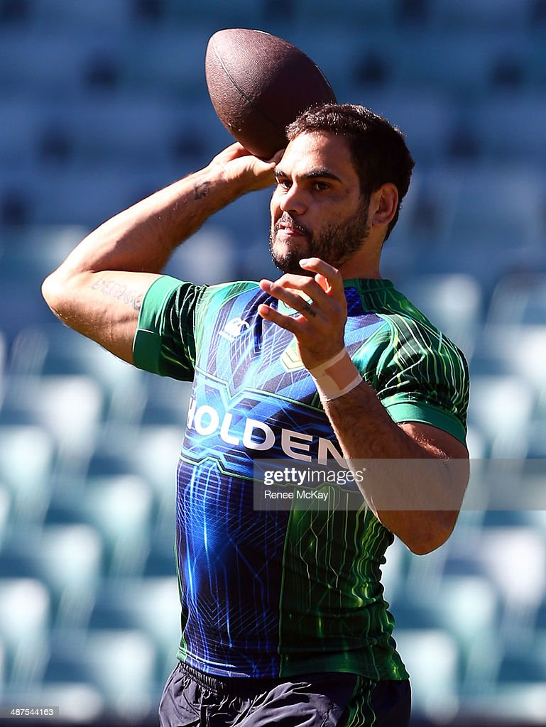 <a gi-track='captionPersonalityLinkClicked' href=/galleries/search?phrase=Greg+Inglis&family=editorial&specificpeople=597192 ng-click='$event.stopPropagation()'>Greg Inglis</a> passes the ball during an Australian Kangaroos Captain's Run at Allianz Stadium on May 1, 2014 in Sydney, Australia.