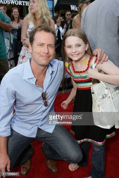 Greg Kinnear and Abigail Breslin during Fox Searchlight Pictures Premiere of 'Little Miss Sunshine' at the Closing Night Celebration of The Los...