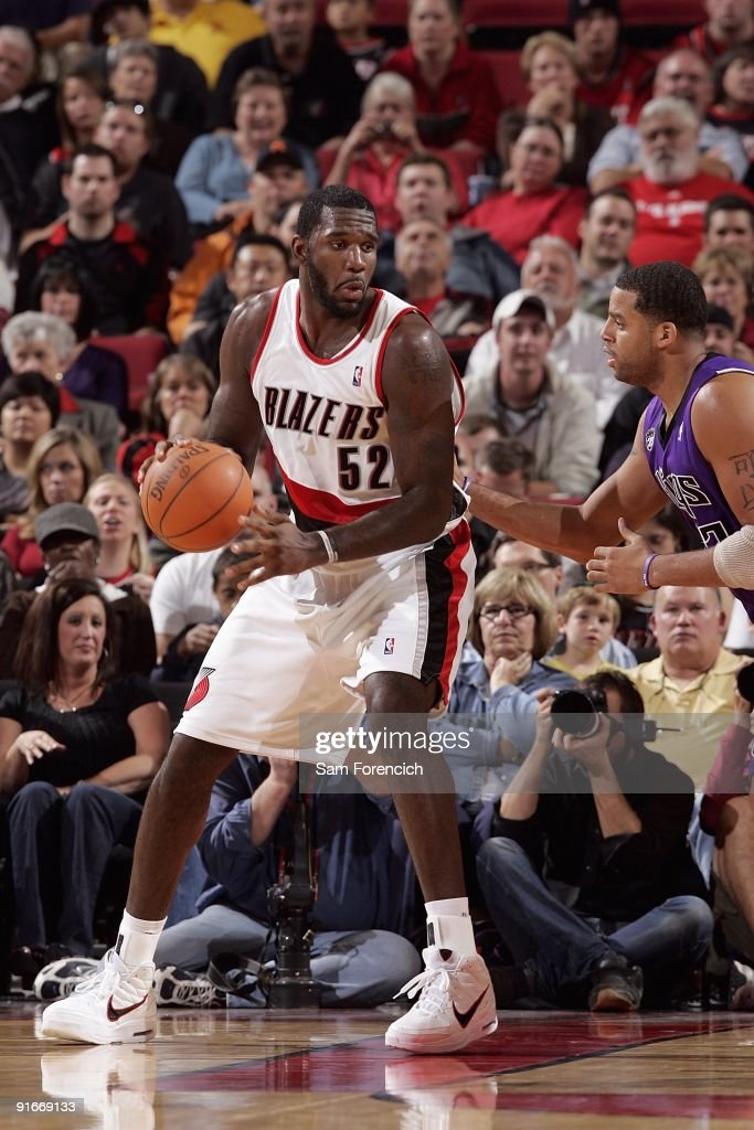 <a gi-track='captionPersonalityLinkClicked' href=/galleries/search?phrase=Greg+Oden&family=editorial&specificpeople=812113 ng-click='$event.stopPropagation()'>Greg Oden</a> #52 of the Portland Trail Blazers posts up against <a gi-track='captionPersonalityLinkClicked' href=/galleries/search?phrase=Sean+May&family=editorial&specificpeople=200726 ng-click='$event.stopPropagation()'>Sean May</a> #42 of the Sacramento Kings during the preseason game on October 6, 2009 at the Rose Garden in Portland, Oregon. The Blazers won 98-86.