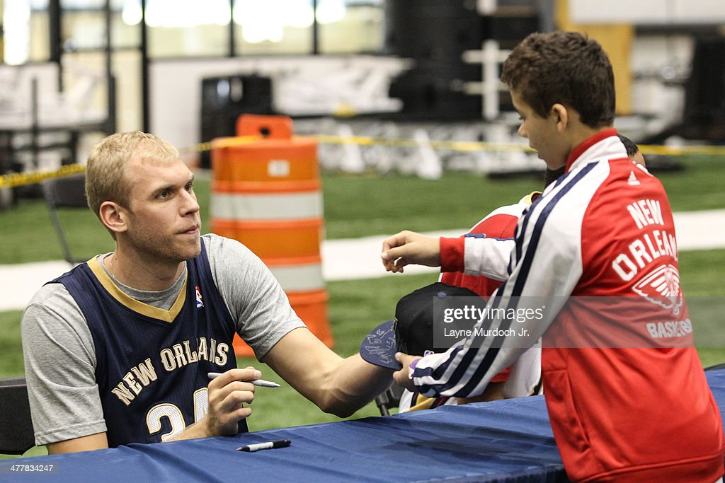 Greg Stiemsma of the New Orleans Pelicans joins teammates as they host a season ticket holders event on March 8 2014 at the New Orleans Pelicans...
