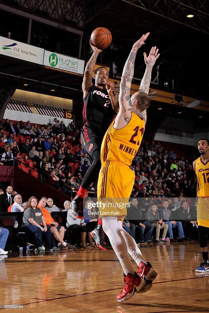 <a gi-track='captionPersonalityLinkClicked' href=/galleries/search?phrase=Greg+Whittington&family=editorial&specificpeople=7636075 ng-click='$event.stopPropagation()'>Greg Whittington</a> #2 of the Sioux Falls Skyforce goes up for the shot against Nick Minnerath #21 of the Canton Charge at the Canton Memorial Civic Center on April 12, 2016 in Canton, Ohio.