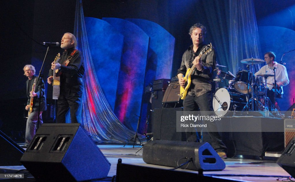 Gregg Allman is joined by Mike Mills, Peter Buck and Bill Berry of R