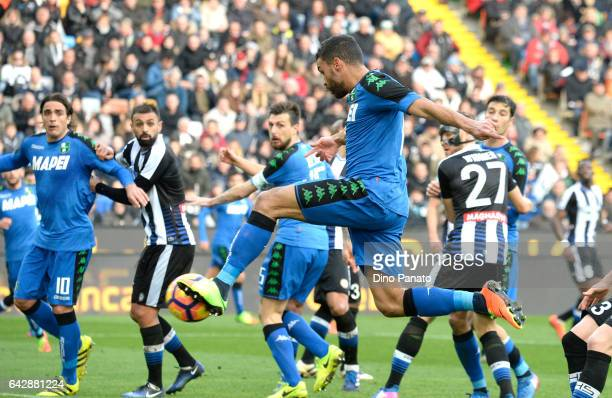 Gregoire Andre' Defrel of US Sassuolo scores his team's first goal during the Serie A match between Udinese Calcio and US Sassuolo at Stadio Friuli...