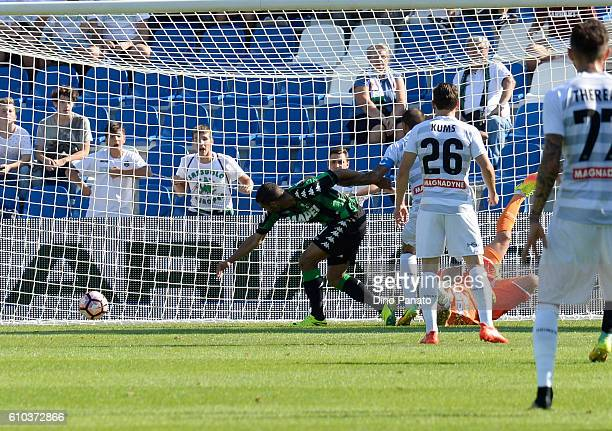 Gregoire Defrel of US Sassuolo acores his opening goal during the Serie A match between US Sassuolo and Udinese Calcio at Mapei Stadium Citta' del...