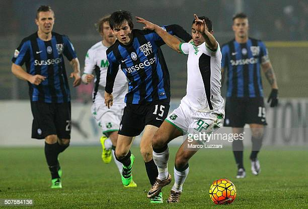 Gregoire Defrel of US Sassuolo Calcio competes for the ball with Marten De Roon of Atalanta BC during the Serie A match between Atalanta BC and US...