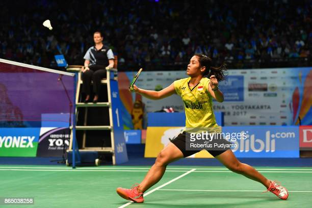 Gregoria Mariska Tunjung of Indonesia competes against Han Yue of China during Women's Singles Final match of the BWF World Junior Championships 2017...