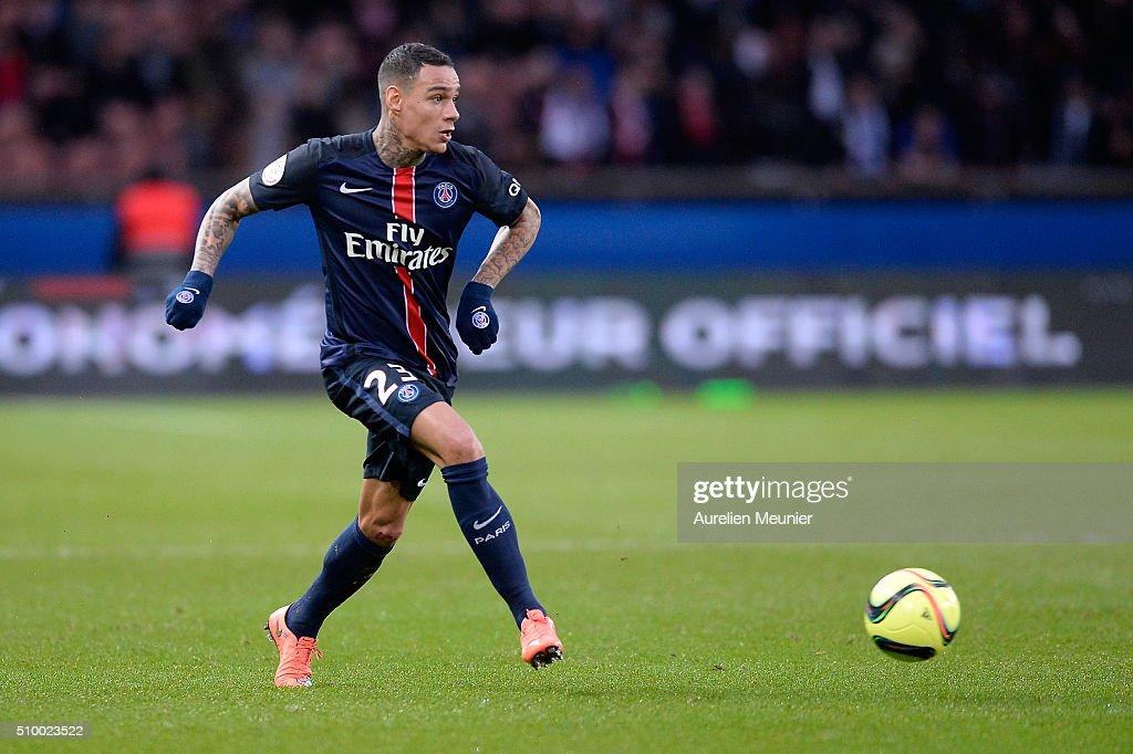 Gregory Van Der-Wiel of Paris Saint-Germain passes the ball during the Ligue 1 game between Paris Saint-Germain and Lille OSC at Parc des Princes on February 13, 2016 in Paris, France.
