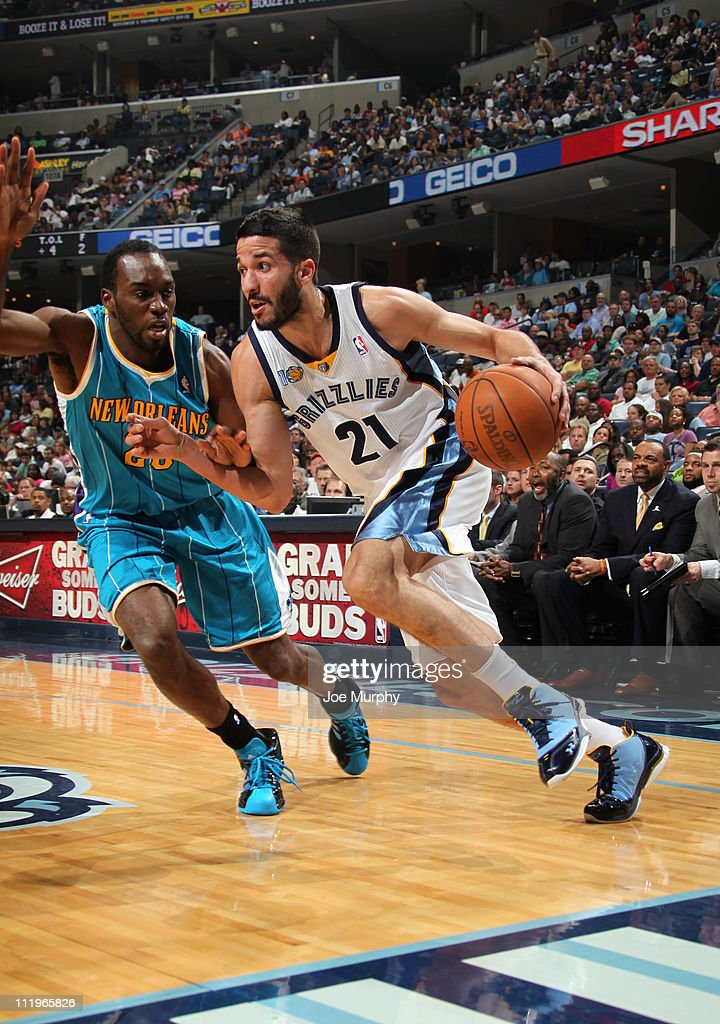 <a gi-track='captionPersonalityLinkClicked' href=/galleries/search?phrase=Greivis+Vasquez&family=editorial&specificpeople=4066977 ng-click='$event.stopPropagation()'>Greivis Vasquez</a> #21 of the Memphis Grizzlies drives to the basket against Quincy Pondexter #20 of the New Orleans Hornets during the game on April 10, 2011 at FedExForum in Memphis, Tennessee.