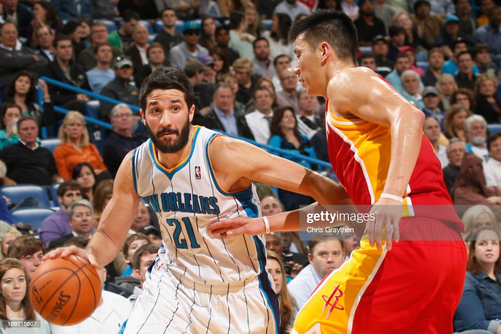 <a gi-track='captionPersonalityLinkClicked' href=/galleries/search?phrase=Greivis+Vasquez&family=editorial&specificpeople=4066977 ng-click='$event.stopPropagation()'>Greivis Vasquez</a> #21 of the New Orleans Hornets drives the ball around <a gi-track='captionPersonalityLinkClicked' href=/galleries/search?phrase=Jeremy+Lin&family=editorial&specificpeople=6669516 ng-click='$event.stopPropagation()'>Jeremy Lin</a> #7 of the Houston Rockets at New Orleans Arena on January 9, 2013 in New Orleans, Louisiana.