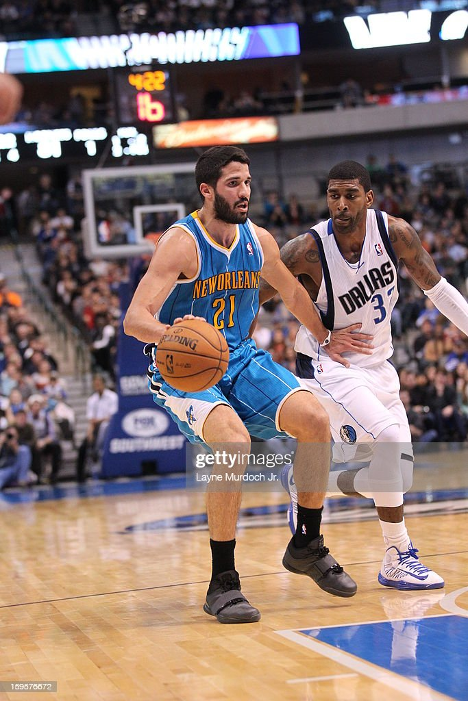 <a gi-track='captionPersonalityLinkClicked' href=/galleries/search?phrase=Greivis+Vasquez&family=editorial&specificpeople=4066977 ng-click='$event.stopPropagation()'>Greivis Vasquez</a> #21 of the New Orleans Hornets looks to pass the ball against the Dallas Mavericks on January 05, 2012 at the American Airlines Center in Dallas, Texas.