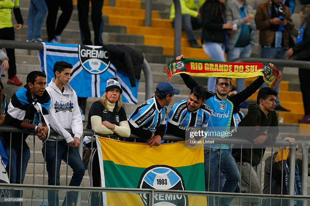 Gremio fans before the match Gremio v Santos as part of Brasileirao Series A 2016, at Arena do Gremio on June 03, 2015 in Porto Alegre, Brazil.