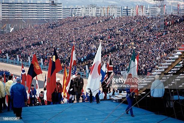 Grenoble Winter Olympic Games 1968 Grenoble 6 février 1968 Lors de la cérémonie d'ouverture des Jeux Olympiques d'hiver dans un stade au bas de...
