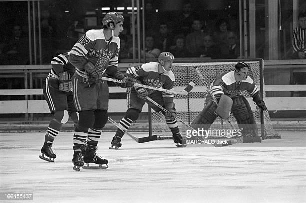 Grenoble Winter Olympics Games1968 Grenoble février 1968 A l'occasion des jeux olympiques d'hiver/ Hockey sur glace Finlande Allemagne de l'Est Sur...