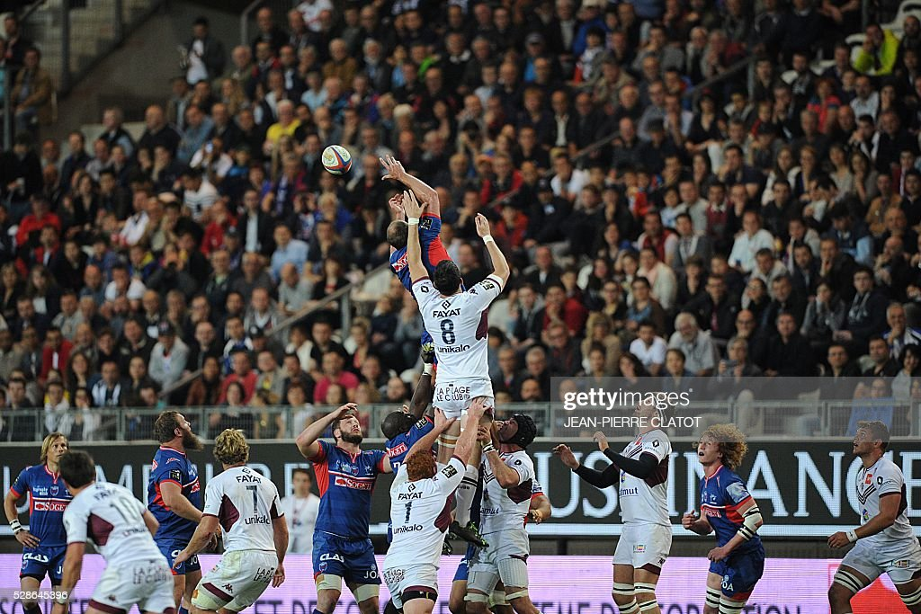Grenoble's Australian lock Ben Hand grabs the ball in a line out during the French Top 14 rugby union match Grenoble (FCG) vs Bordeaux Begles (UBB) on may 6, 2016 at the Stade des Alpes in Grenoble.