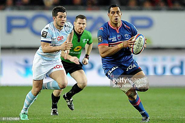 Grenoble's flanker Steven Setephano from New Zealand runs with the ball during the French Top 14 rugby union match between Montpellier and Pau on...