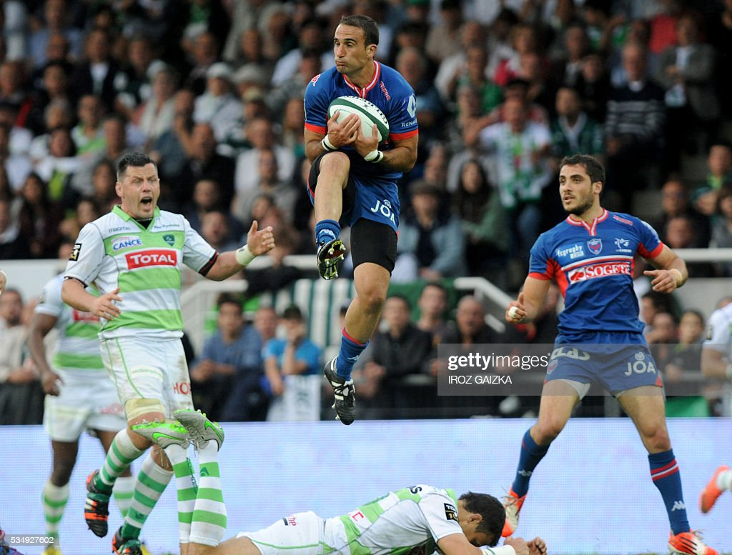 Grenoble's French fullback Fabien Gengenbacher catches the ball during the French Top 14 rugby union match between Pau and Grenoble at the Hameau stadium on May 28, 2016 in Pau, southwestern France.
