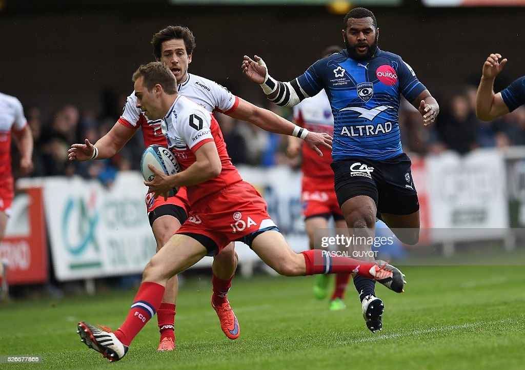 Grenoble's French scrumhalf James Hart (L) runs with the ball during the French Top 14 rugby union match between Montpellier and Grenoble on April 30, 2016 at the Altrad stadium in Montpellier, southern France.