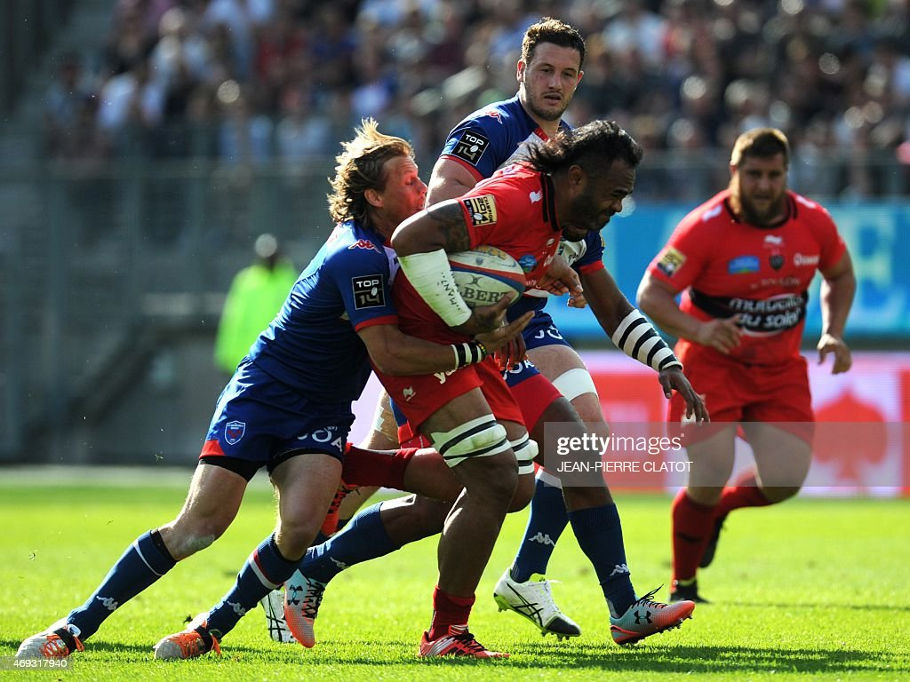 Grenoble's lock Hendrik Roodt (L) vies with Toulon's french lock Jocelino Suta (C) during the French Top 14 rugby union match Grenoble (FCG) vs Toulon (RCT) on April 11, 2015 at the Stade des Alpes in Grenoble