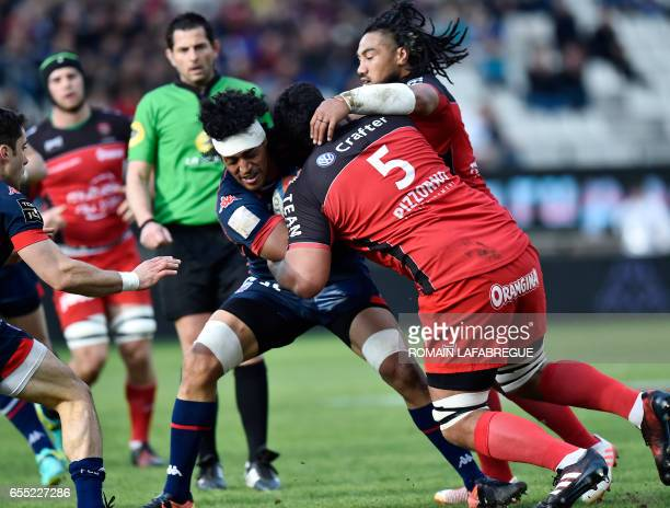 Grenobles New Zealand n°8 Steven Stephano vies with Toulons French lock Romain Taofifenua during the French Top 14 rugby union match between FC...