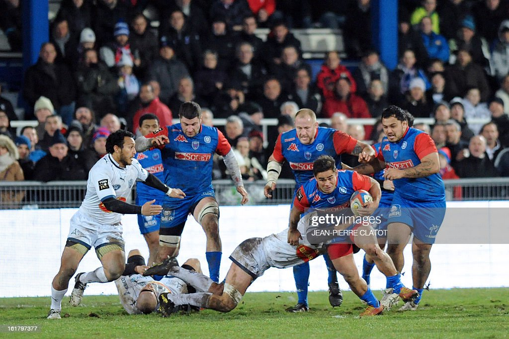 Grenoble's New Zealander centre Niguel Hunt (2ndR) is tackled by Agen's French centre Pierre Julien during the French Top 14 rugby union match Grenoble vs Agen on February 16, 2013 at the Lesdiguieres Stadium in Grenoble. AFP PHOTO / Jean Pierre Clatot
