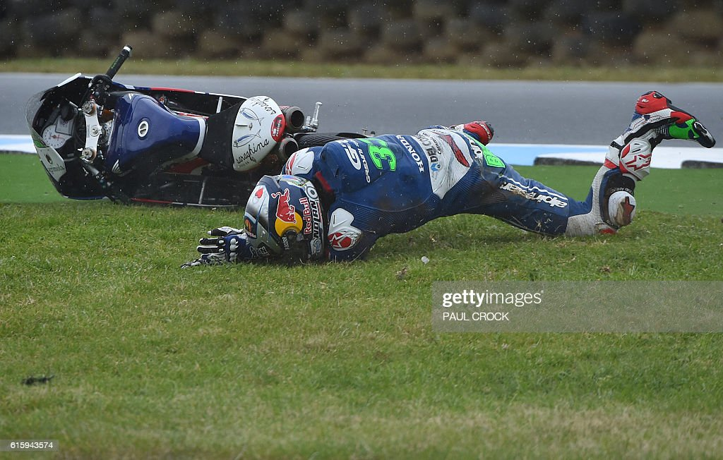 TOPSHOT - Gresini Racing Moto3's Italian rider Enea Bastianini crashes out of the first practice session for the Moto3 Australian Grand Prix at Phillip Island on October 21, 2016. / AFP / PAUL