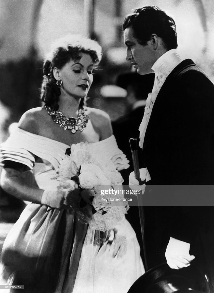 Greta Garbo as Camille and Robert Taylor as Armand Duval during the shooting of a scene from the film 'Camille' by George Cukor inspired by the novel...