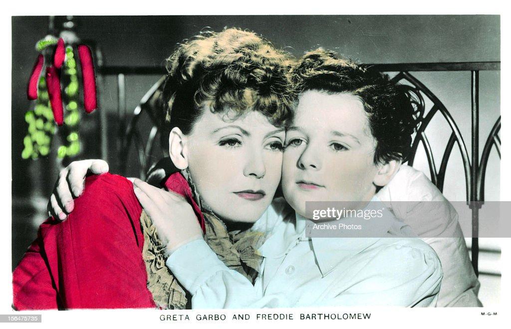 Greta Garbo holding Freddie Bartholomew in a scene from the film 'Anna Karenina' 1935