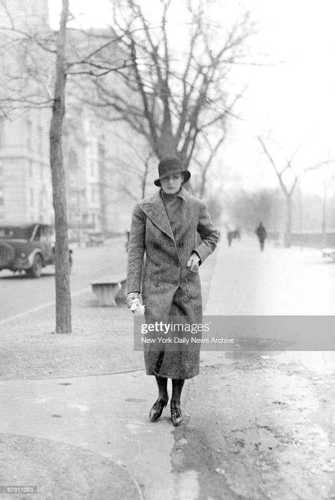 Greta Garbo on 5th Ave. at 72nd St. She left cab at corner, walked twenty steps, then when she saw photographer she hailed another cab and fled.