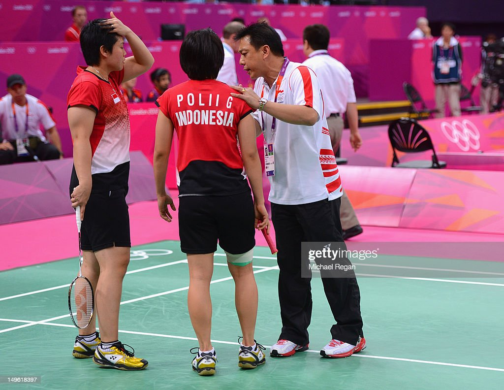 Greysia Polii and Meiliana Jauhari of Indonesia speak to their coach in their game with Jung Eun Ha and Min Jung Kim of Korea in their Women's Doubles Badminton match on Day 4 of the London 2012 Olympic Games at Wembley Arena on July 31, 2012 in London, England.