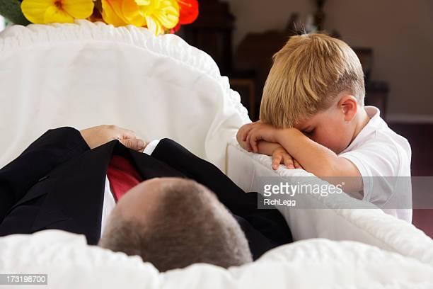 Grieving kleine Jungen