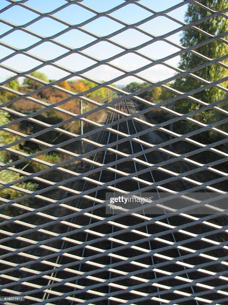 Grille métallique de sécurité Voie ferrée : Stock Photo