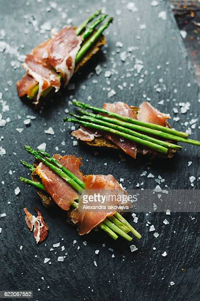 Grilled asparagus and ham tapas