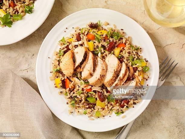 Poulet grillé accompagné de salade de Quinoa et de riz brun