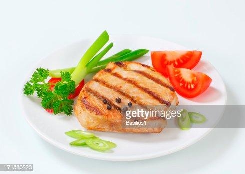 焼いた豚のステーキ、ベジタブルプレートの飾り