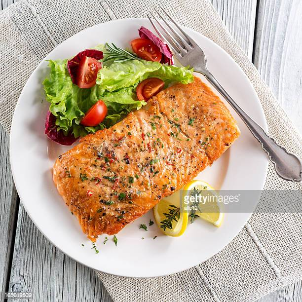 Grilled salmon with salad