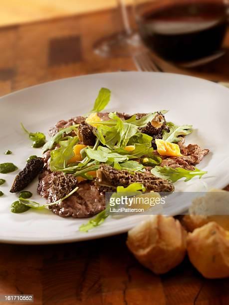 Steak grillé aux champignons et roquette