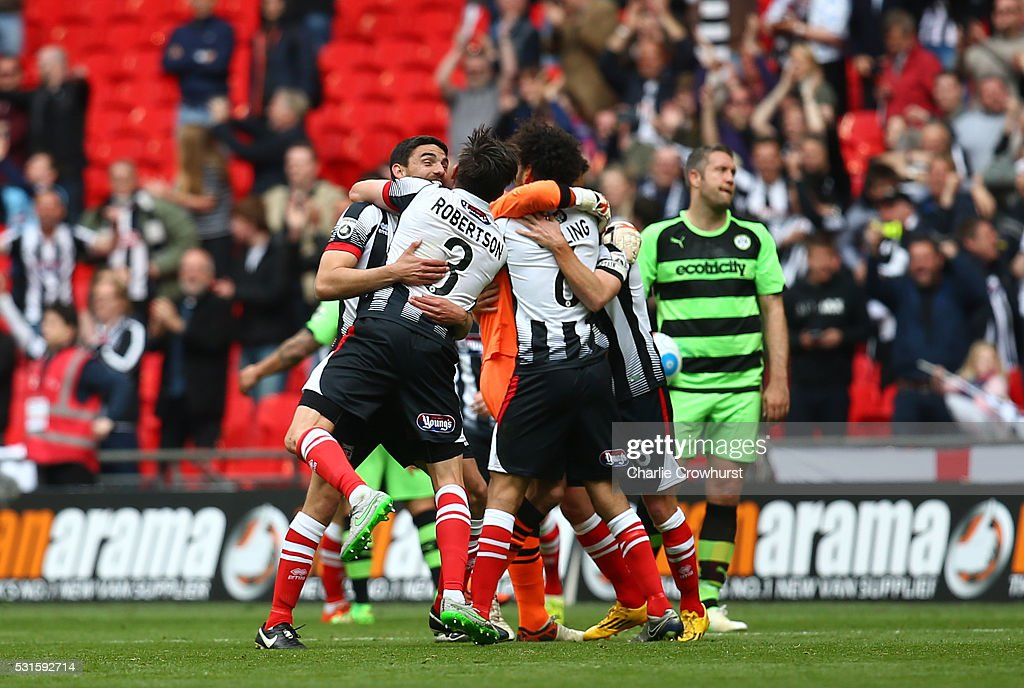 Grimsby's players celebrate the teams win and promotion at the final whistle during the Vanarama Football Conference League Play Off Final between Forest Green Rovers and Grimsby Town at Wembley Stadium on May 15, 2016 in London, England.