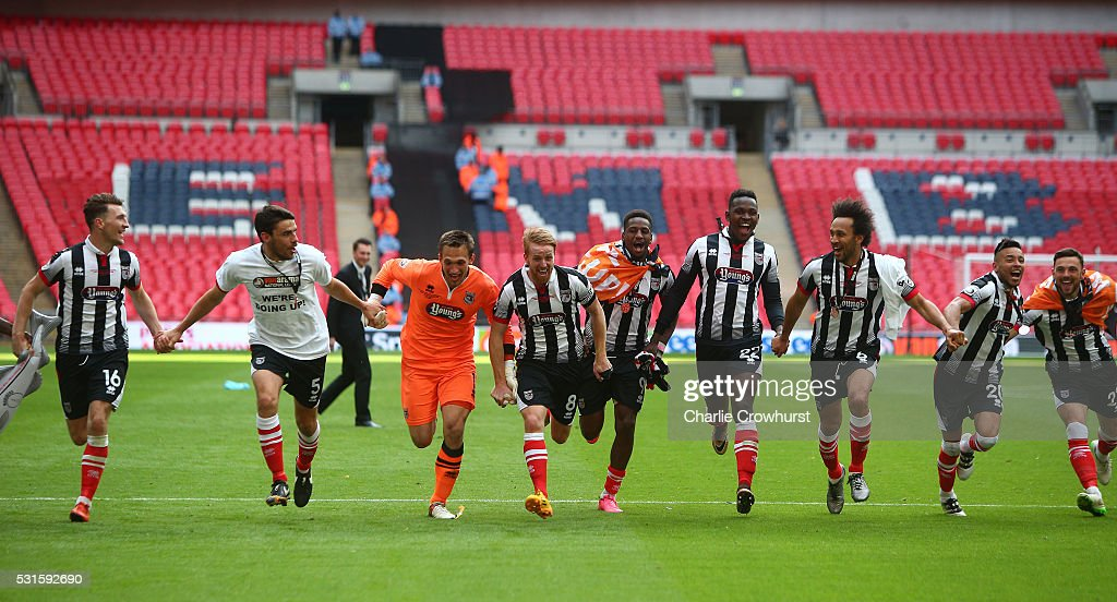 Grimsby's players celebrate the teams win and promotion to the football league during the Vanarama Football Conference League Play Off Final between Forest Green Rovers and Grimsby Town at Wembley Stadium on May 15, 2016 in London, England.