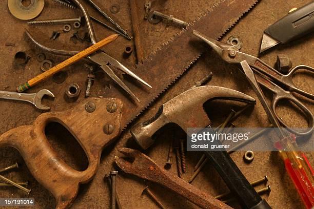 Dominez des outils disposés sur Surface Grunge