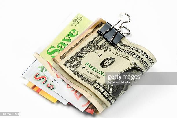 De mercearia cupões e Mola de Prender Dinheiro (isolado no branco-I