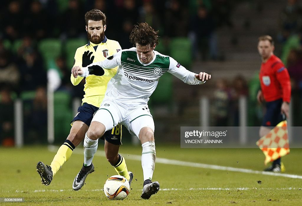 FC Groningen's Hans Hasteboer vies with Sporting Braga's Rafa Silva during the UEFA Europa League match in Groningen on December 10 2015 / AFP /...