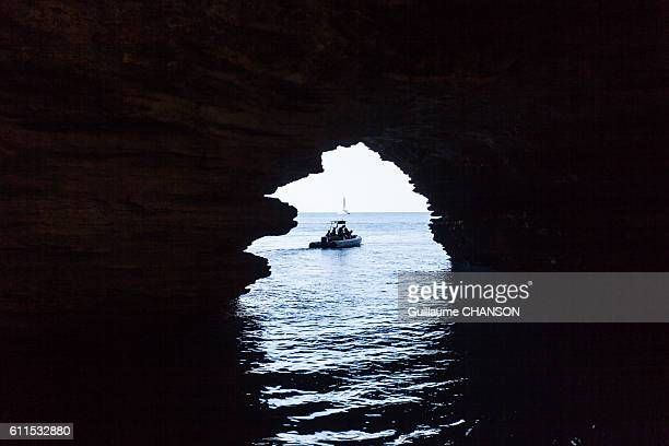 Grotte sur la côte de Bonifacio, Corse, France