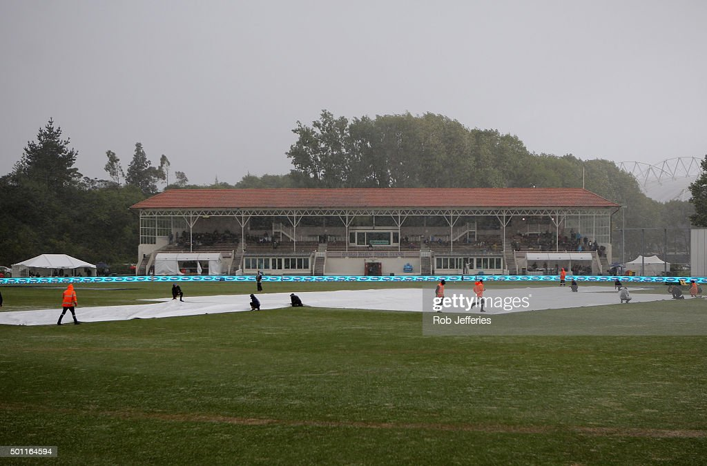 Ground staff lay covers as a wet and wild storm front hits the University Ovel, Dunedin during day four of the First Test match between New Zealand and Sri Lanka at University Oval on December 13, 2015 in Dunedin, New Zealand.