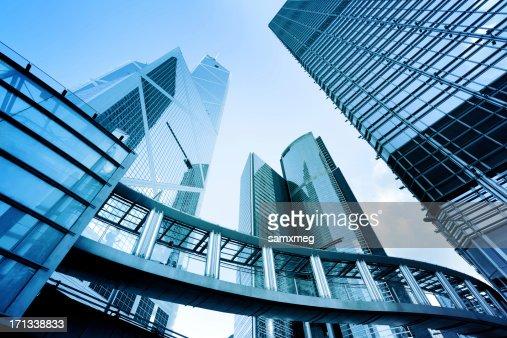 Boden Blick auf Metall und Glas-Gebäude
