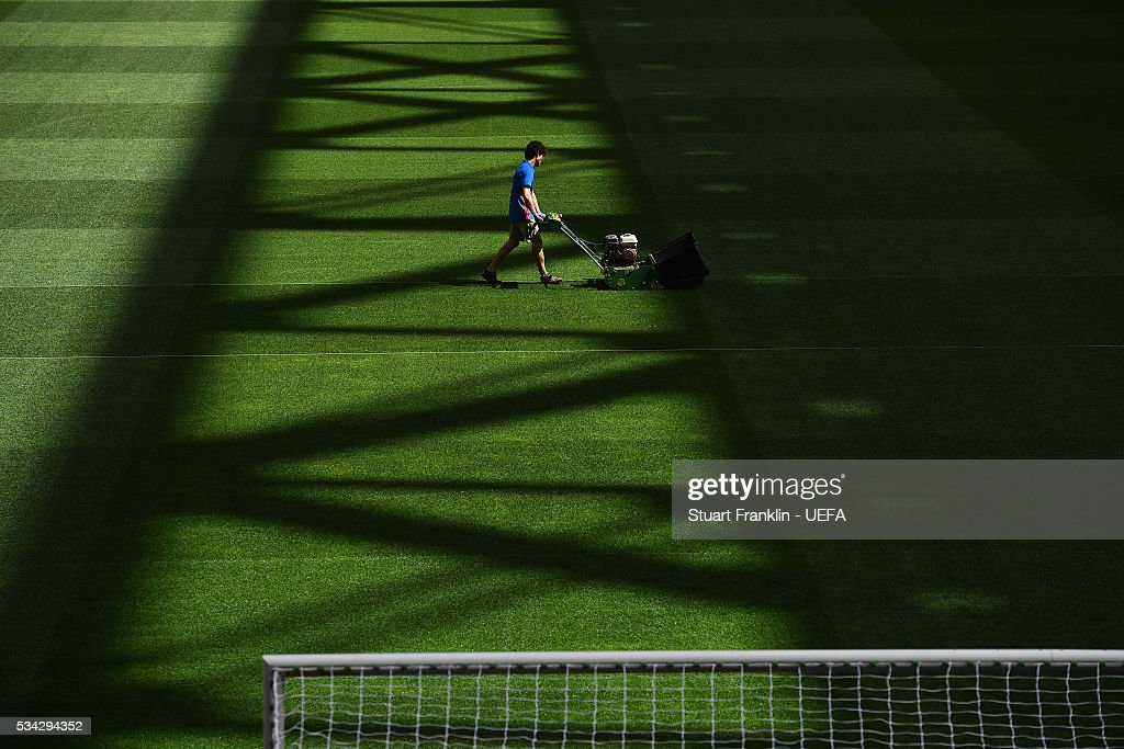 Grounds staff prepare the pitch at Stadio Giuseppe Meazza on May 27, 2016 in Milan, Italy.