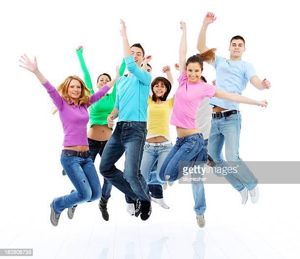 Gruppe von viele glückliche Freunde springen zusammen.