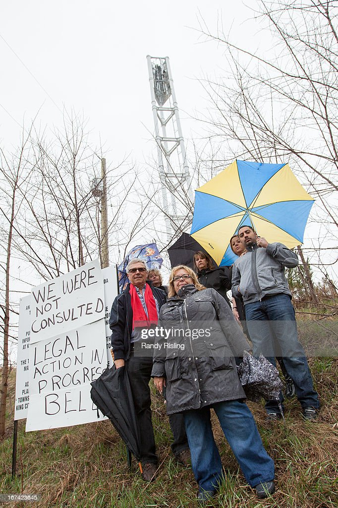 A group of Aurora residents, including Councillor, Deputy Mayor John Abel (red scarf) are furious about a Bell cell tower being constructed just North of Bathurst St and Bloomington Rd W. They say they weren't consulted and will file an injunction to have construction stopped.