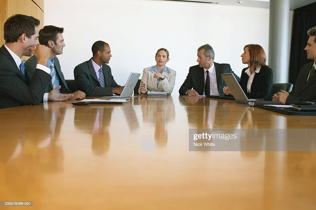 Group of business people at conference table, businesswoman at centre : Foto de stock